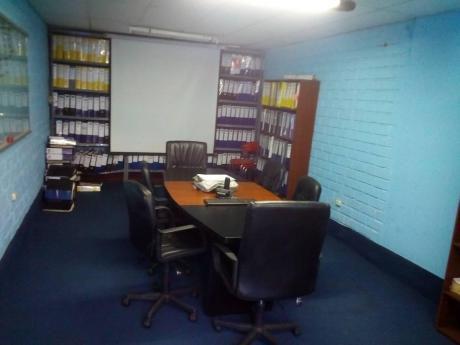 Casa De 3 Pisos Actualmente Funciona Como Oficina