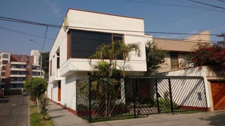 Vendo Céntrica Casa En Monterrico Con Piscina Y 4 Cocheras