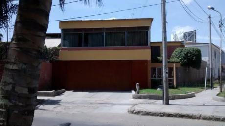 Vendo Dos Casas Juntas 859 M2 - Urb. Club Grau - Piura