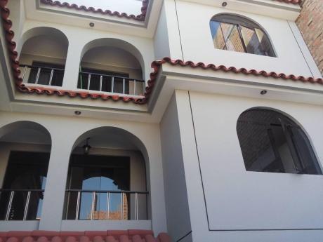 Linda Casa Construida Al Estilo Americano - Cuenta Con 03 Departamentos En Carabayllo