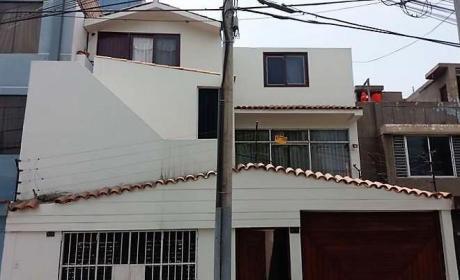 Vendo Casa De 3 Pisos Frente A Parque En San Miguel