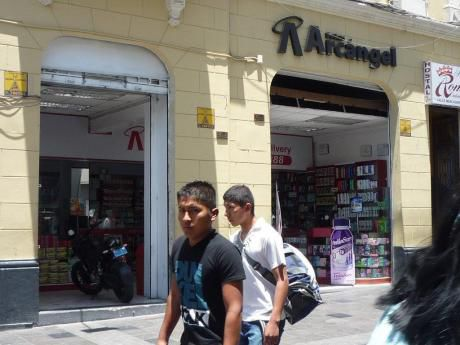 Alquiler Local Arequipa (mercaderes), Local Full Comercial, Alto Transito.