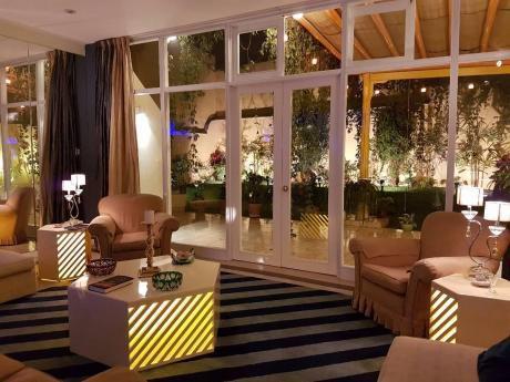 Venta Casa San Isidro - 2 Niveles, Impecable, Terraza, Jardín