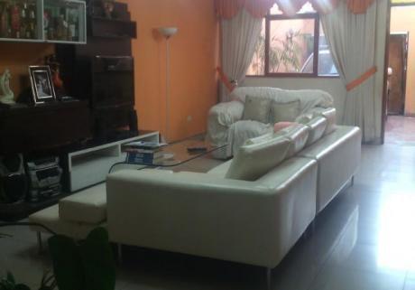 Casa En Venta En Los Olivos - 2 Cdras. De Municipalidad