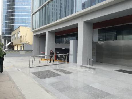 Re/max Alquila Oficina Prime En Estreno, Sanhatan - San Isidro