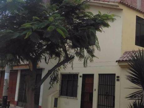 Re/max Vende Casa En En Los Cedros De Villa - Chorrillos