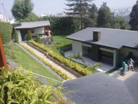 Vendo Hermosa Casa Calle Bellavista, Casuarinas, Surco (vista A La Ciudad)
