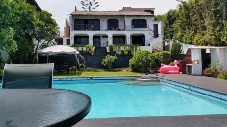 Vendo Hermosa Casa Av Laguna Grande, Las Lagunas, La Molina (X Cole Newton)