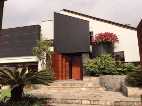 Preciosa Casa Calle Las Tipas, Casuarinas (1ra Etapa, Gano Premio Arquitectura)