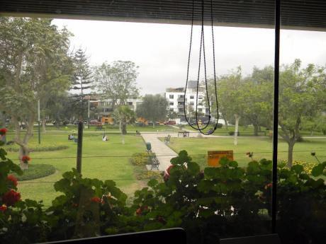Vendo Linda Casa Frente A Parque, Pasaje Lupino, Monterrico, Surco (X Casuarinas