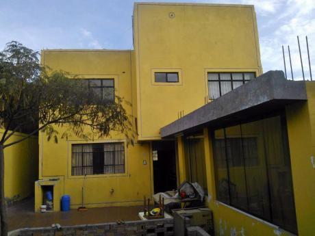 Vendo Casa De 300 M2 Con 06 Habitaciones Y Departamento En Alto Selva Alegre.