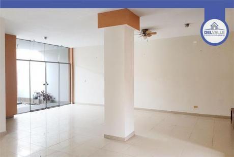 Alquiler De Casa En Piura | Urb. Cocos Del Chipe - 300 M2.