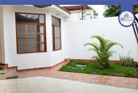 Alquiler De Casa En Piura | Urb. San Eduardo - At. 220 M2.