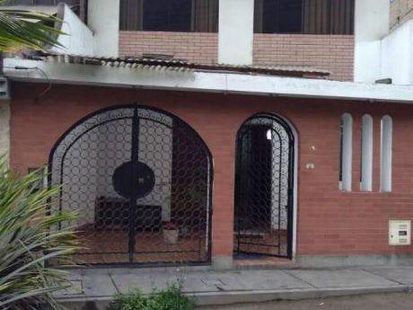 Se Vende Bonita Casa En Urb. Mangomarca Muy Cerca De La Av Gran Chimu En Sjl.