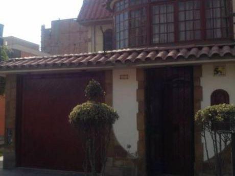 Casa De 3 Pisos En Venta En Urb Sagitario, Surco