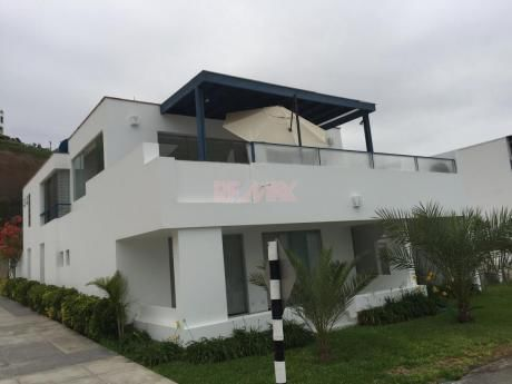 Vendo Casa De Playa Condominio Lomas Del Mar Km. 121 Cerro Azul