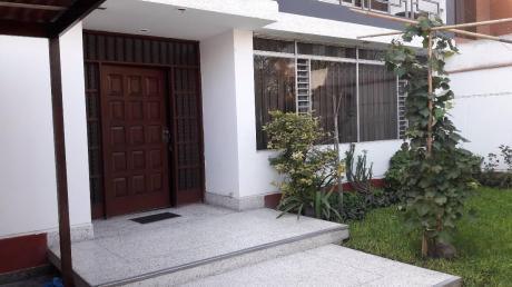 Vendo De Casa Excelente Ubicación / A. T. = 318 M2 / A. C. = 496 M2
