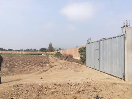 Vendo Excelente Terreno En Condominio Cerrado, En Pachacamac, De A. T 1,117 M2.