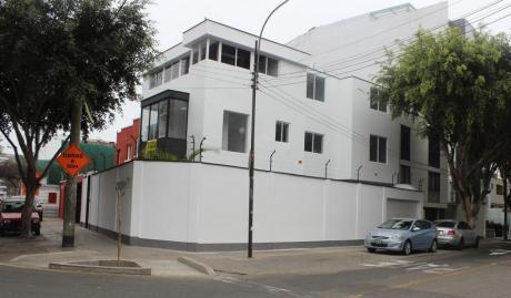Alquiler Fina Casa Para Oficina Con Licencia En Miraflores