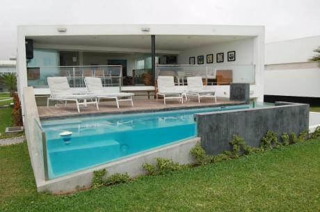 Venta | Playa Bora Bora, Casa De 5 Dorm., Primera Fila