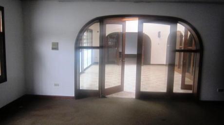 Bonita Casa De 2 Plantas En Camacho En Zona Residencial Alquiler Y/o Venta