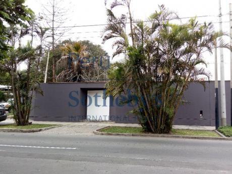 Excelente Terreno En Esquina Ubicado En Zona Residencial De San Isidro
