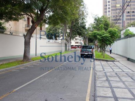 Amplia Casa Como Terreno En Excelente Ubicación - San Isidro