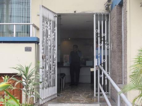 Amplia Oficina A Puerta Cerrada Calle Tranquila Corpac San Isidro Mar 2018