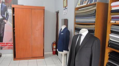 Oficina Local O Almacén Bien Ubicado. 12 Ambientes 1/2 Cuadra De Bolivar Breña