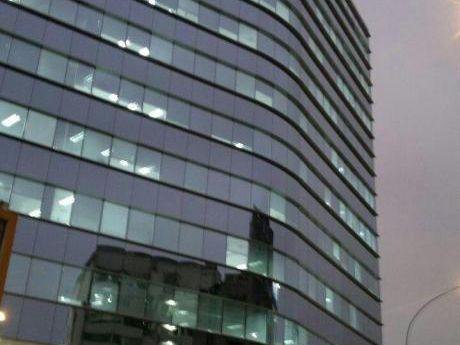 Alquilo Local Comercial De Estreno En Edificio Empresarial