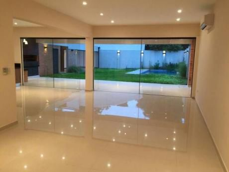 A Estrenar Amplio Y Confortable Residencia Cercanias Al Shopping Del Sol