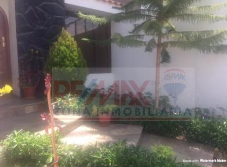 Se Vende Calida Y Acogedora Casa Frente A Parque En Zona Residencial De Cayma