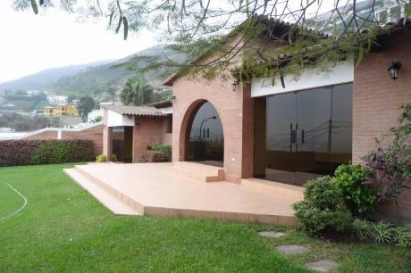 Preciosa Casa Dentro De Casuarinas Con Espectacular Vista