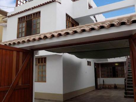 Hermosa Casa De 3 Pisos Frente A Gran Parque En Los Cedros De Villa, Chorrillos