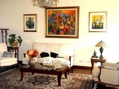 Elegante Casa En La Urb Las Lomas De La Molina Con Piscina Precio Negociable