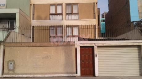 (id 61271) Venta De Casa Amplia Frente A Parque En Bellavista - Callao