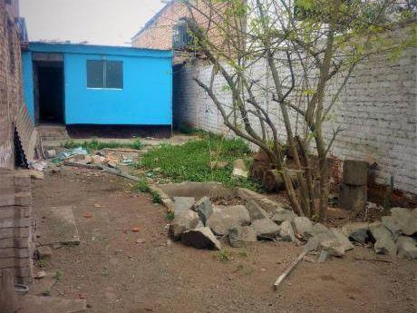 Linda Casa Precio De Terreno 180 M2 Enorme Patio Trasero, Tablada Vmt