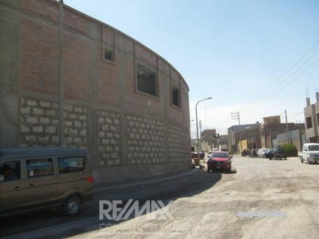 Local Industrial Rio Seco, En Av Transitada, 2 Pisos, área Libre Aprox. 800 M2