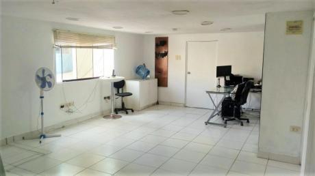 Oficina De Us$500 Incluye Luz, Agua E Internet,50 M2 + 10 M2 De Almacen (rh)