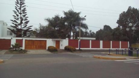 Re/max Vende Hermosa Casa Con Jardín En Los Cedros De Chorrillos