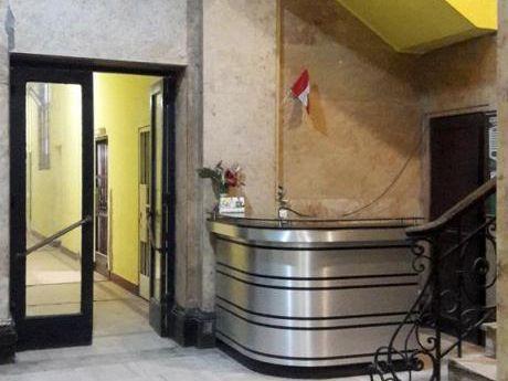 Oficina Comercial En Centro Histórico De Lima. 100 M2 En Jr. De La Unión