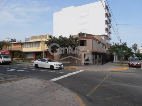 Casa En Esquina En Venta - Miraflores - Ai