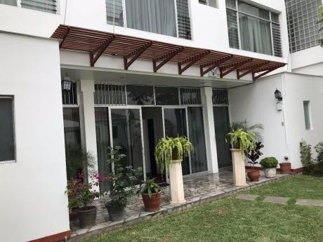 Amplia Casa - Terreno En San Isidro Muy Bien Ubicada