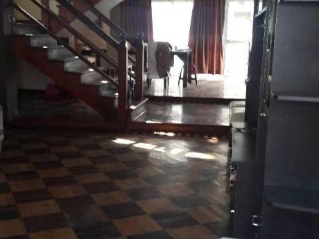 Alquilo Casa En Esquina - 3 Niveles - At 209 M2 - Ac 450 M2 - C/ovalo Huandoy - Smp