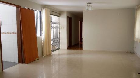 Se Alquila Hermosa Casa En Miraflores (1er Piso)