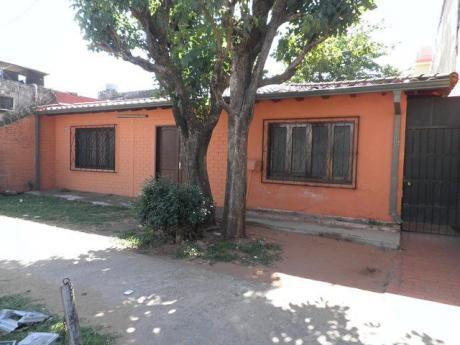 Vendo Casa A 60 Mts De Av. Mcal Lopez Y A 80 Mts De Stock Curva De La Muerte.