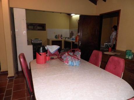 Vendo En San Lorenzo,amplia Casa En Esquina,dentro De 2 Terrenos, Con Pozo Artesiano,zona Super Residencial.