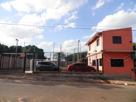 Vendo En San Lorenzo Sobre Asfalto Juan Pablo Ocampo,terreno De 21,50 X 30, Con Cancha Sintetica Y Casa Mas Quincho