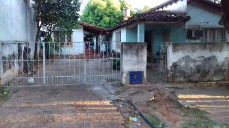 Vendo En CapiatÁ Km 16,5(bº Cerrito),a 6 Cuadras De Ruta 1, Detras Mismo Del Super Real: Amplia Casa A Refaccionar.