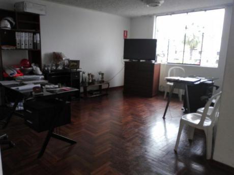 Bonita Oficina De 130 M2. Varios Ambientes. Excelente Ubicación